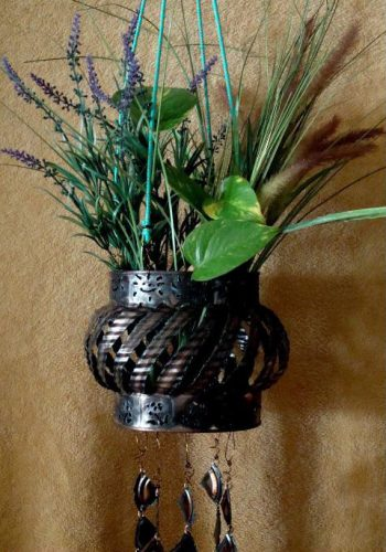 Large Planter with Chimes – $70